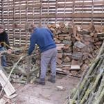helpen hout wegstapelen