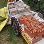 en ook afvalstenen van de overbuur voor allerhande experimenten in onze tuin...